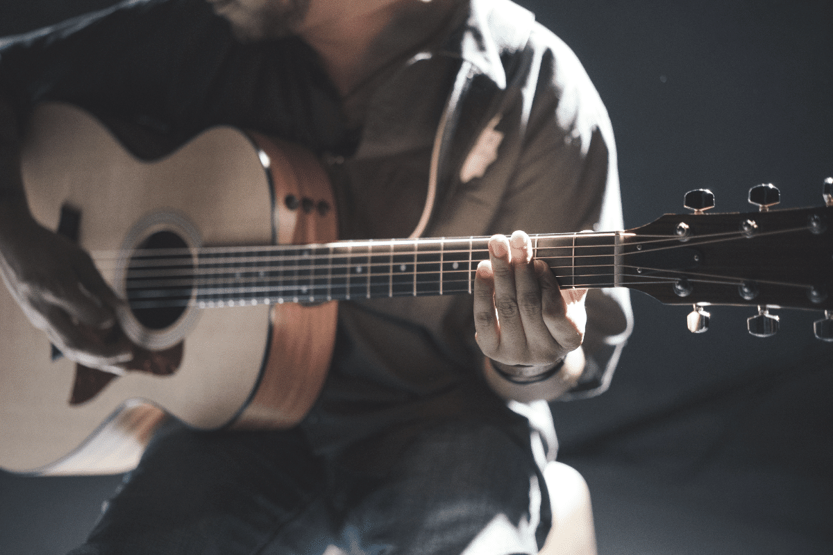 the 5 best acoustic guitars for worship
