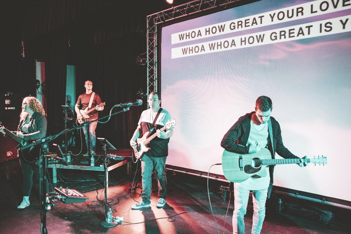 best church projector screens